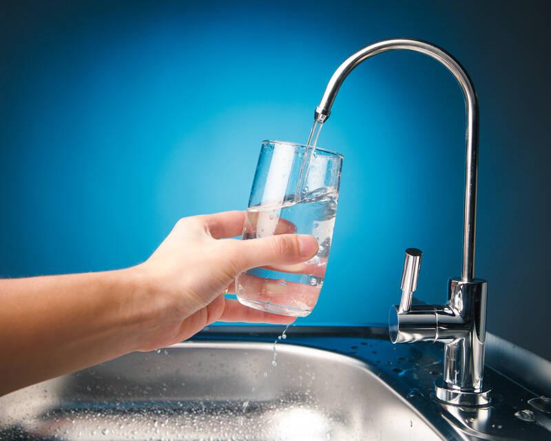 למה חובה לשתות עם סנן מים